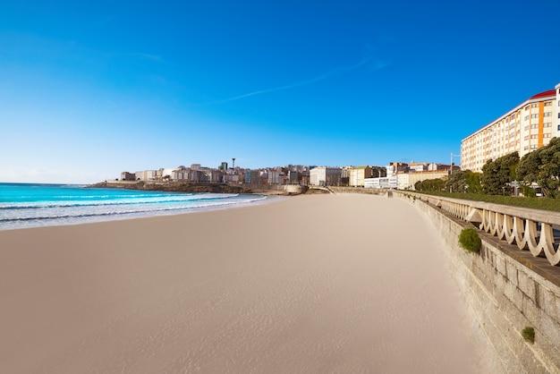 La coruna riazor пляж в галисии, испания