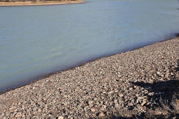 Река ла-леона в патагонии, аргенина