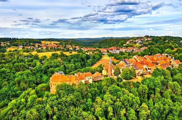 Ла петит-пьер, средневековая укрепленная деревня в горах вогезы - нижний рейн, франция