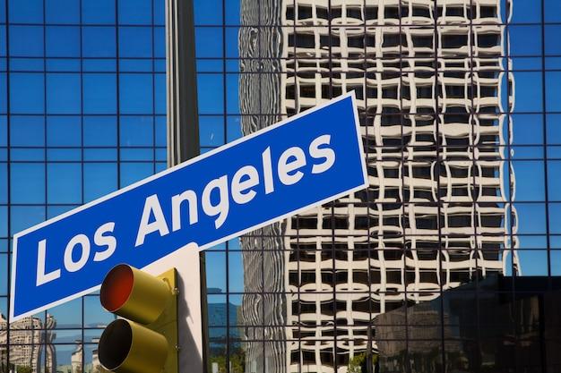 Laロサンゼルスのダウンタウンウィット道路標識写真マウント