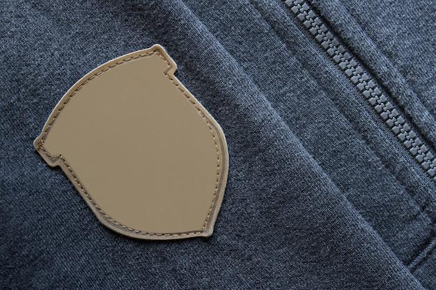 지퍼가 달린 까마귀 소매 옷에 라벨 패브릭 모형 템플릿