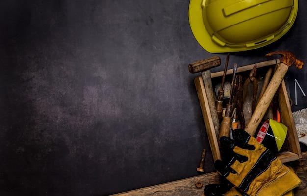 労働者の日の背景と連邦祝日。アメリカとアメリカの独立と記念日。テキスト用のコピースペースを備えたエンジニアおよびワーカーツール。