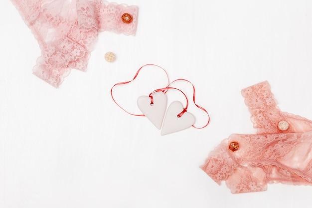 Кружевные трусики бикини, фигурки сердца, женское белье. день святого валентина