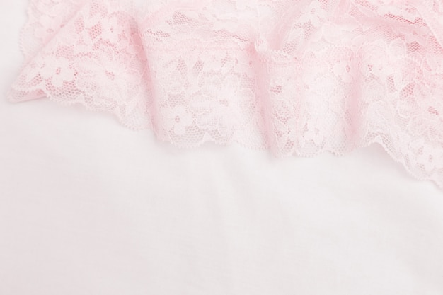 Кружевное белье с розовым цветным узором для женского белья крупным планом. романтический стиль. выборочный фокус и копирование пространства.