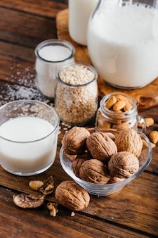 乳糖を含まない植物性ミルクタイプ、ココナッツミルク、アーモンドミルク、クルミミルク、ライスミルク