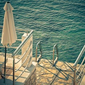 海へのはしご。スクエアフィルターショット