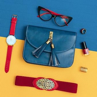숙녀 빈티지 액세서리 세트. 안경, 벨트, 가방, 시계. 패션 디테일