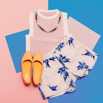 婦人服セット。バニラサマースタイル。トレンディなtシャツ、ショーツ、アクセサリー