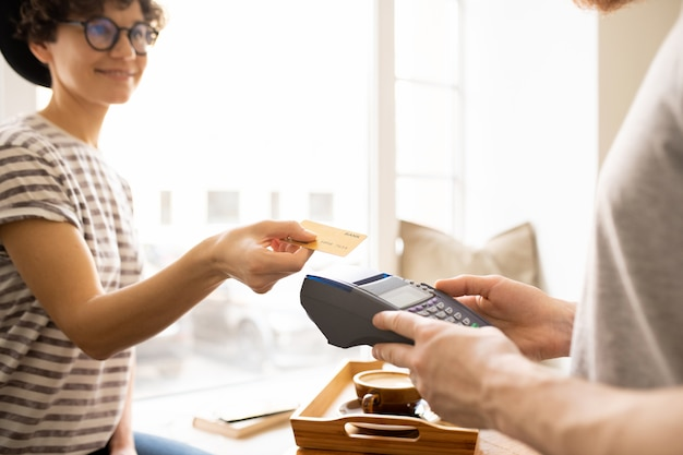 Lady giving credit card to cashier