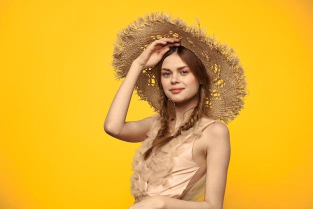 레이디 모자와 드레스 빨간 머리 노란색