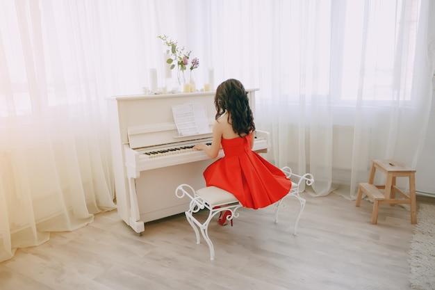 Леди с фортепиано Бесплатные Фотографии
