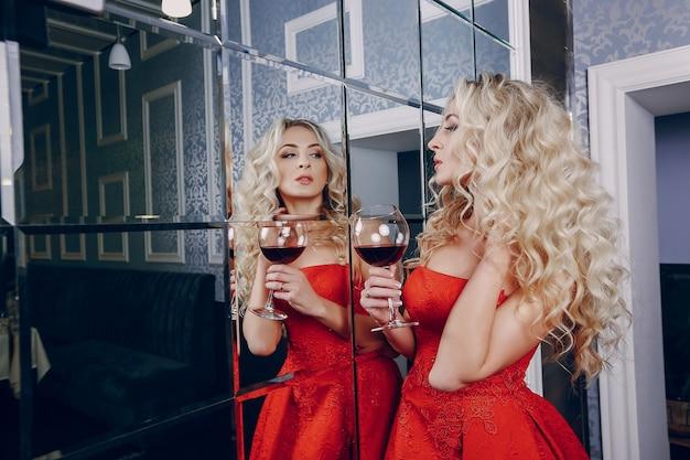 Signora con vino
