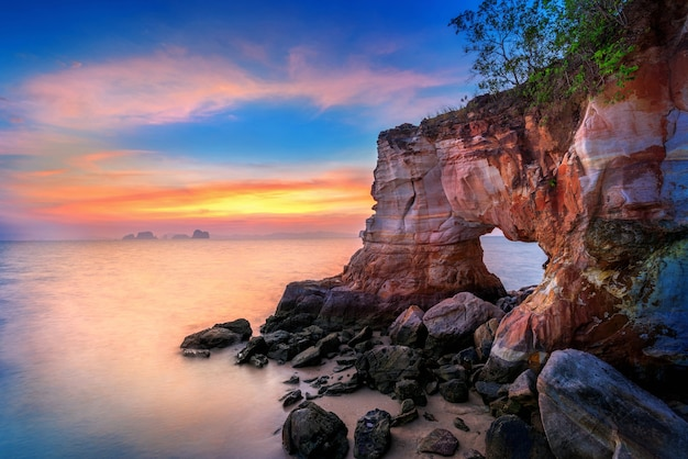 Laem jamuk khwai 또는 buffalo nose cape at sunset at krabi, thailand.
