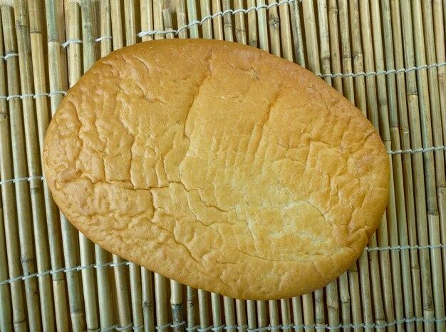 ラガナパン-四旬節の初日であるクリーンマンデーのために伝統的に焼き上げられたギリシャのフラットブレッド。