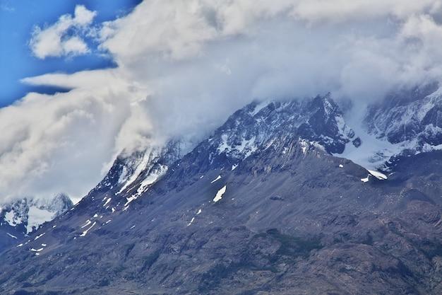 チリのパタゴニア、トレスデルパイネ国立公園のラゴグレイ