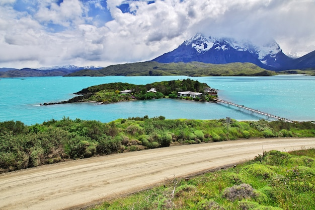 Lago pehoe in torres del paine national park patagonia chile