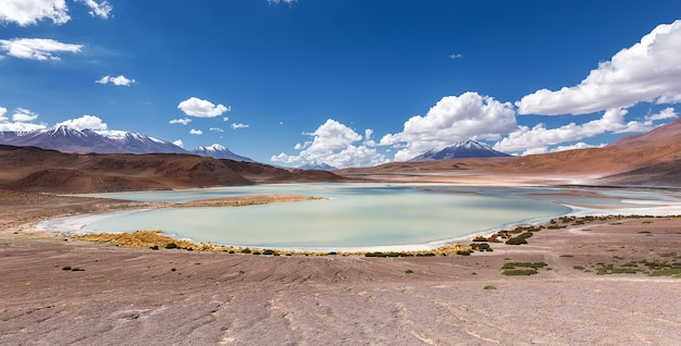 Лагуна хонда в андах между боливией и чили, южная америка