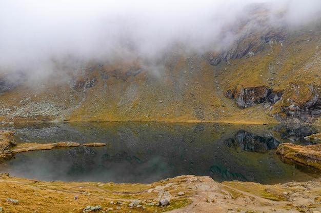 ルーマニアのカルパティア山脈のバレア湖