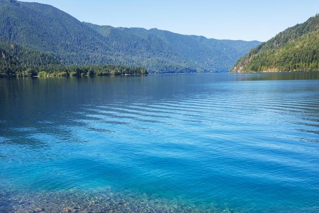 米国ワシントン州オリンピック国立公園のクレセント湖