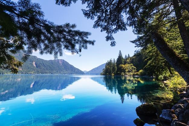미국 워싱턴 올림픽 국립공원의 크레센트 호수