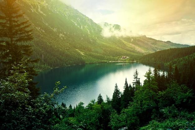 Озеро в горах.