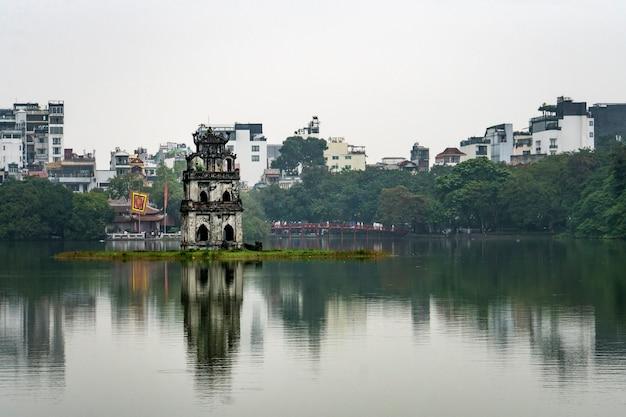 ベトナム、ハノイの中心部にある湖。ハノイの観光。