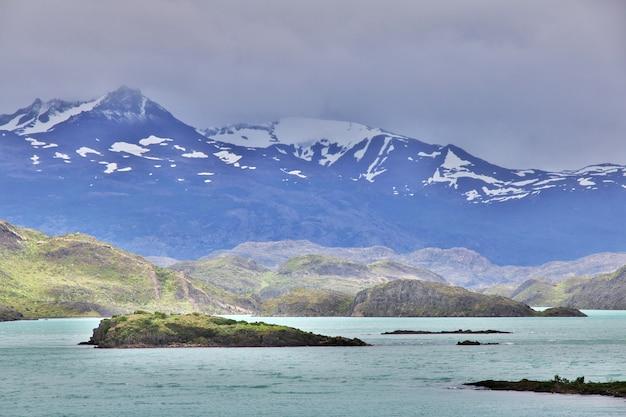 チリ、パタゴニア、トレスデルパイネ国立公園の湖