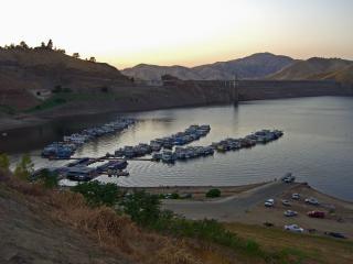 Lake kaweah at dusk