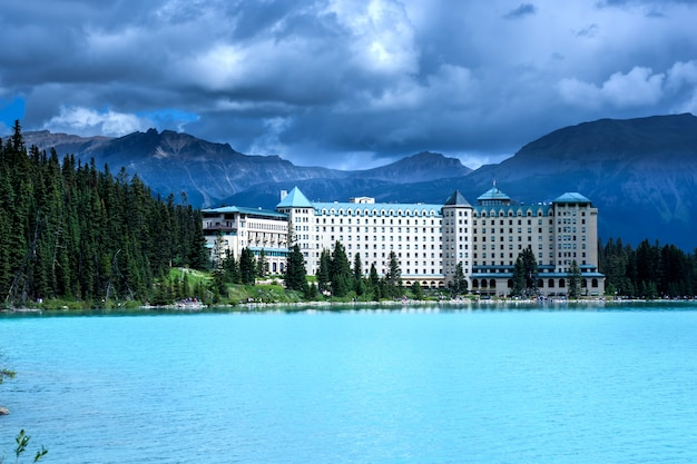 Lake louise hotel, banff national park, canada Premium Photo