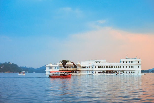 Lake palace palace on lake pichola in twilight, udaipur, rajasthan, india