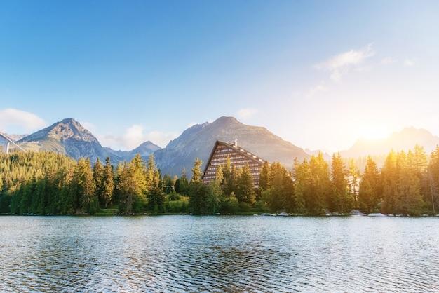 高タトラ山脈、スロバキア、ヨーロッパのstrbske湖プレソ