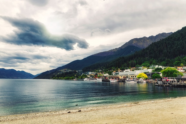 Lake wakatipu coast view on a cloudy day in queenstown, new zealand