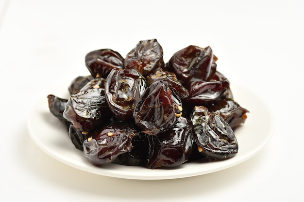 Lakhs is a type of dates famous for it in the regions of alqatif alqassim alkharj and alhasa