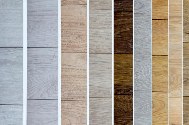 라미네이트 배경. 바닥 및 인테리어 디자인을위한 패턴 및 목재 질감이있는 라미네이트 또는 쪽모이 세공의 샘플. 목재 바닥 생산