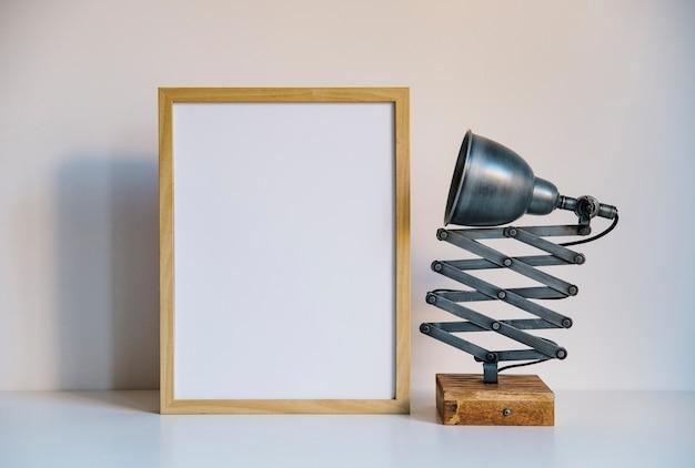 Лампа и рамка