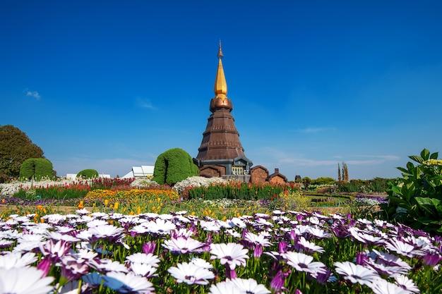 Landmark pagoda nel parco nazionale di doi inthanon a chiang mai, thailandia.