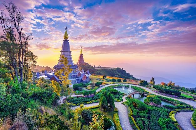 タイのチェンマイにあるドイインタノン国立公園のランドマークパゴダ。