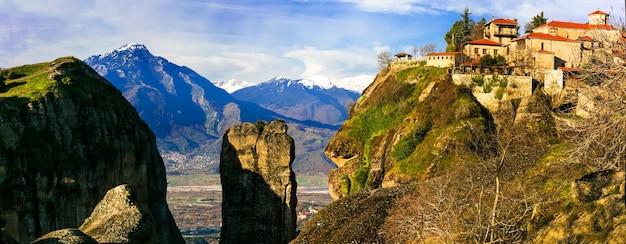 ギリシャのランドマーク-岩の上に懸空寺があるユニークなメテオラ
