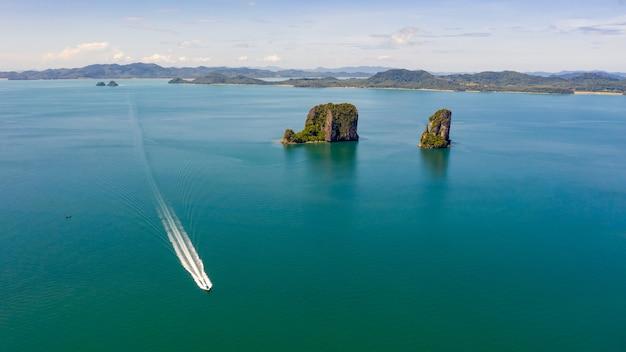 바다와 보트 관광객 크라비 태국의 풍경 공중보기 섬