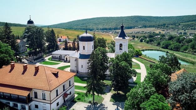 Paesaggio di un cortile del monastero