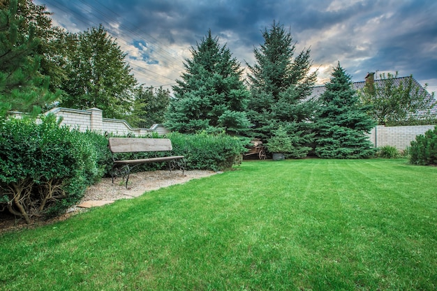 景観フォーマルな前庭は美しくデザインされた庭園です
