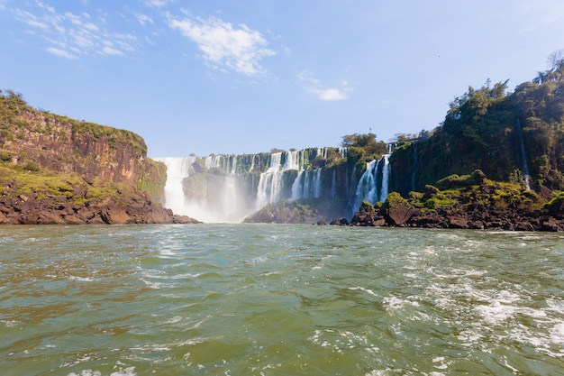 Пейзаж из национального парка водопадов игуасу, аргентина. объект всемирного наследия. южная америка приключенческое путешествие