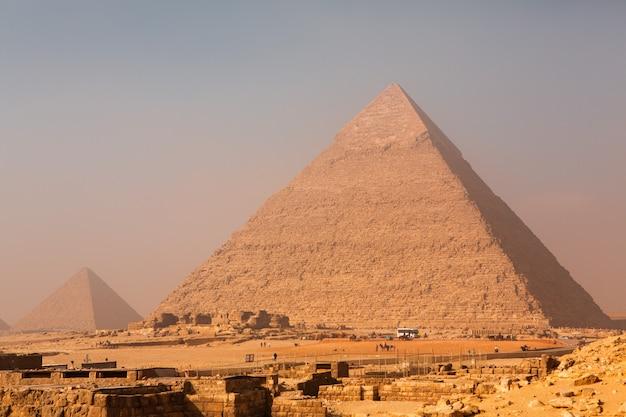 エジプトの風景。砂漠のピラミッド。アフリカ。世界の不思議