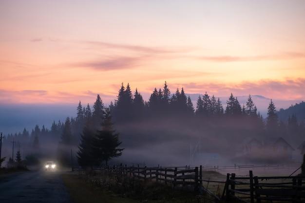 Предпосылка взгляда природы ландшафта. вид с улицы на прекрасный пейзаж с видом на природу с местом для текста в горах.