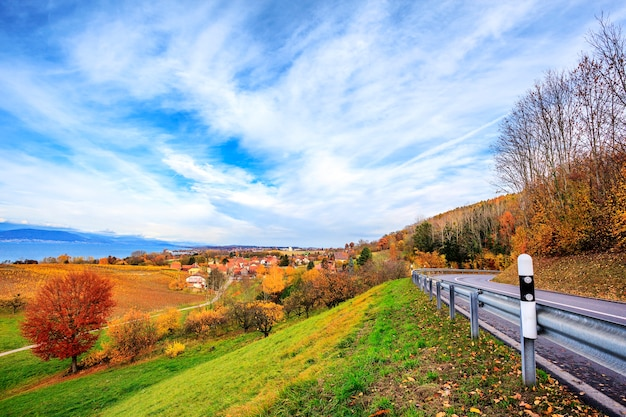Paesaggio vicino al lago di neuchatel in svizzera