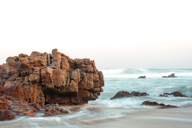 Пейзаж красивого пляжа