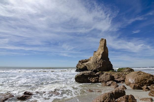절벽이있는 해안 풍경
