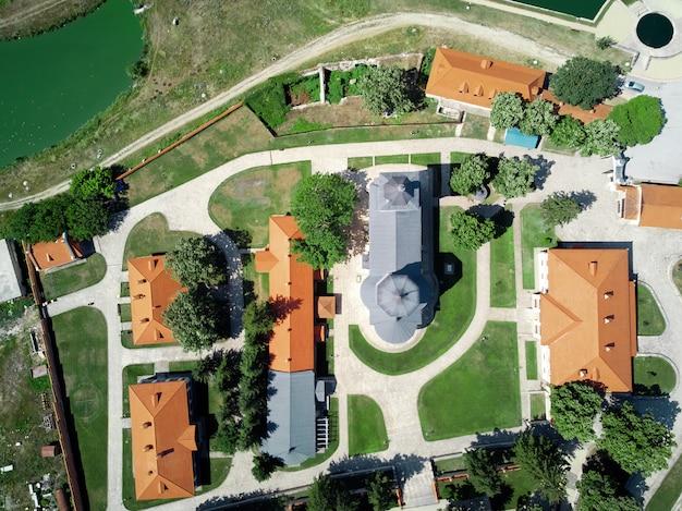 修道院の中庭の風景