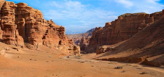 Пейзаж каньона с голубым sjy