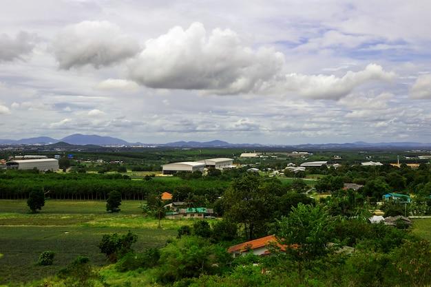 부동산 집과 태국 rayong의 시골에서 공장 풍경.